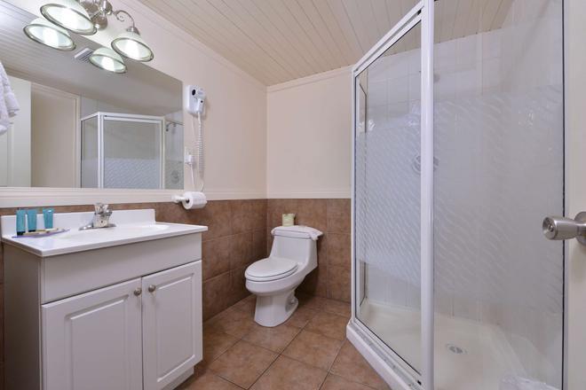 加拿大超值套房旅館 - 威農 - 弗農(加拿大) - 浴室