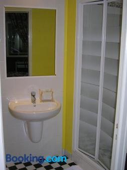 Hotel-Restaurant Le Victoria - Rennes - Bathroom