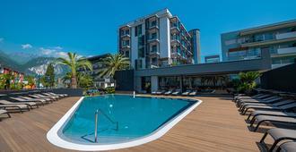 Lake Front Hotel Mirage - Riva del Garda - Pool