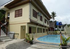 Whites and Greens Beach Resort - Panglao