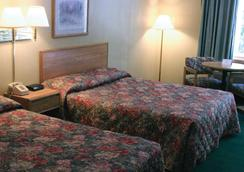 Four Seasons Inn - Branson - Bedroom