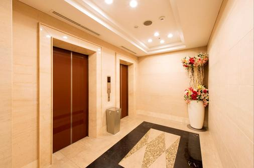 Hotel Villa Fontaine Tokyo-Otemachi - Tokyo - Hallway