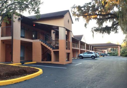 Best Western Tallahassee-Downtown Inn & Suites - Tallahassee - Gebäude