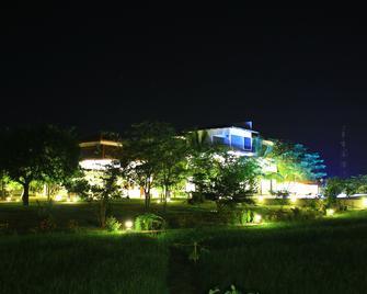 Hotel Freedom Village - Dambulla - Buiten zicht