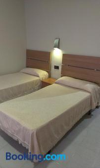 Hostal Bisbal - Valencia - Bedroom