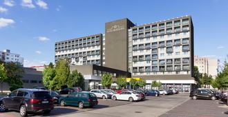 Hotel Bratislava - ברטיסלבה - בניין