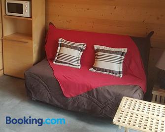 Chaleureux 2 pièces avec terrasse à Seez - Séez - Living room