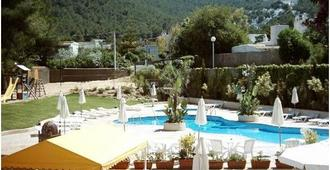Villas del Sol Apartments - סנטה אוולאריה דס ריו - בריכה