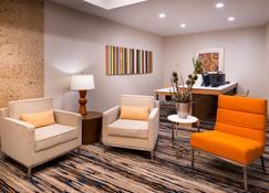 Holiday Inn Express Hotel & Suites Alamogordo Hwy 54/70 - Alamogordo - Living room