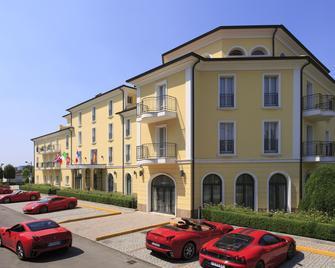 Maranello Palace - Maranello - Edificio