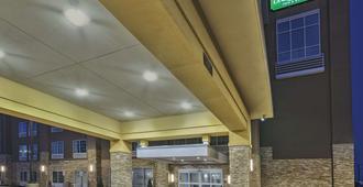 La Quinta Inn & Suites by Wyndham Niagara Falls - ניאגרה פולס