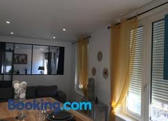 Lovely Apartment Spa - Bourges - Wohnzimmer