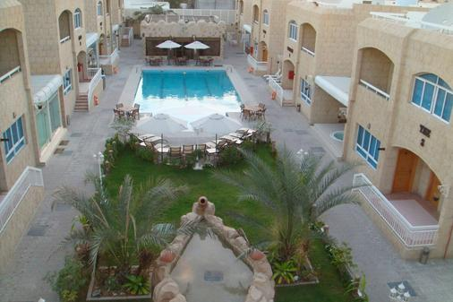 Verona Resort - Sharjah - Pool