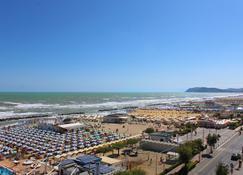 Hotel Silvia Misano Adriatico - Misano Adriatico - Buiten zicht