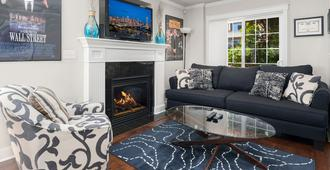 Seattle Vacation Home: Wall St. - Seattle - Living room