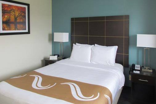 Quality Inn - Mount Pleasant - Bedroom