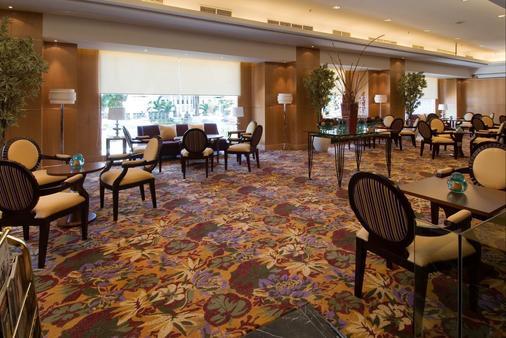 Aston Manado Hotel - Manado - Oleskelutila