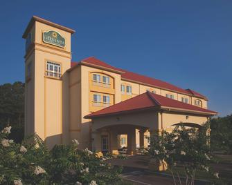 La Quinta Inn & Suites by Wyndham Norfolk Airport - Norfolk - Building