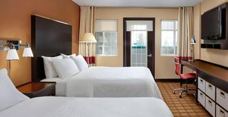 Four Points by Sheraton Hotel & Suites Calgary West - Calgary - Bedroom