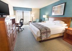 Drury Inn & Suites Birmingham Lakeshore Drive - Birmingham - Bedroom
