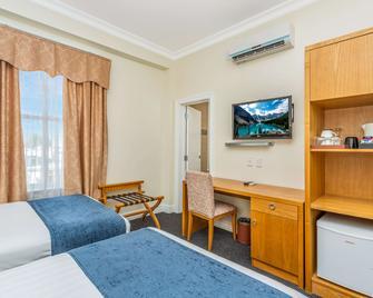 Days Hotel & Suites Hamilton - Hamilton - Bedroom