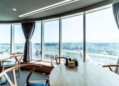 Gangneung Tourist Hotel - Gangneung - Dining room