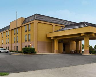Quality Inn - Cleveland - Building