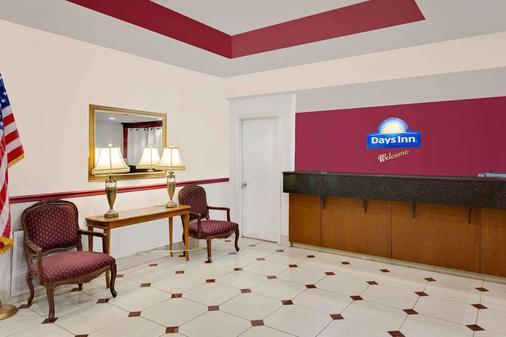 Days Inn & Suites by Wyndham Starkville - Starkville - Lobby