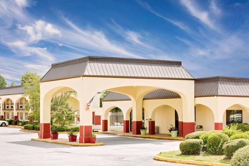 Days Inn & Suites by Wyndham Starkville - Starkville - Gebäude