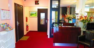 Hotel de la Paix - Caen - Front desk