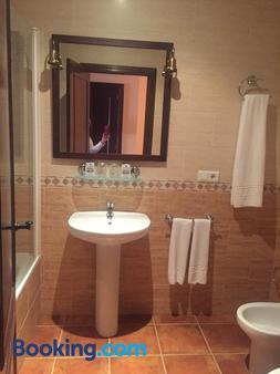 Fuente Del Pino - Olvera - Bathroom