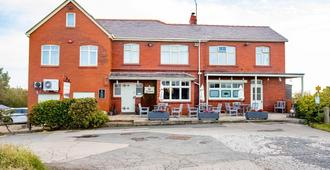 OYO Cliffemount Hotel - Whitby - Building