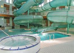 Tropical Inn - North Battleford - Pool