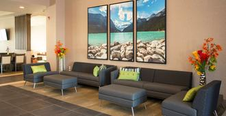 Wingate by Wyndham Calgary Airport - Calgary - Lobby