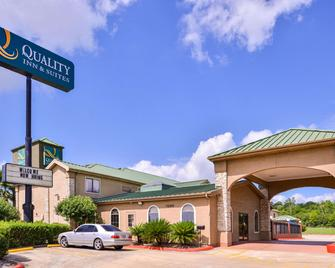 Quality Inn & Suites Beaumont - Beaumont - Building