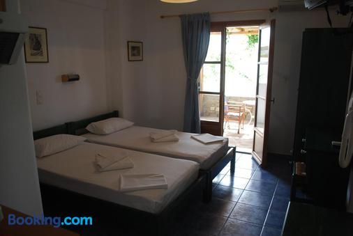 Siroco's Rooms & Studios - Parikia - Bedroom