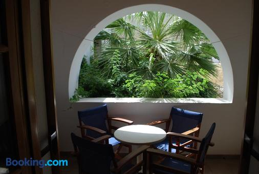 Siroco's Rooms & Studios - Parikia - Balcony