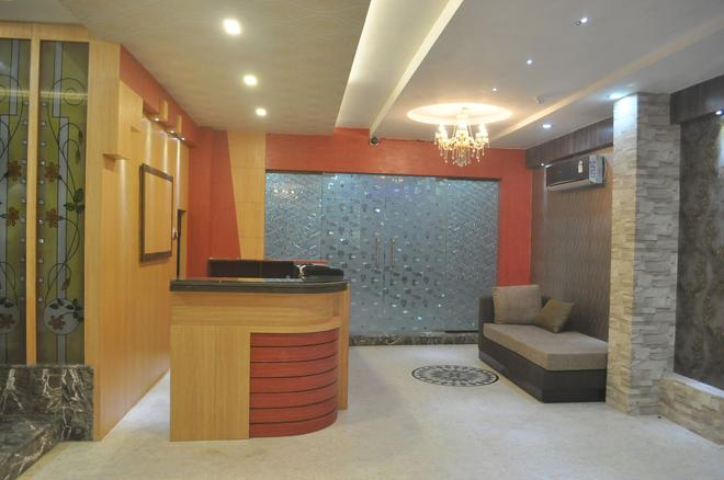 Hotel Eastern Plaza - Kolkata - Front desk