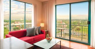Adina Apartment Hotel St Kilda Melbourne - Melbourne - Living room