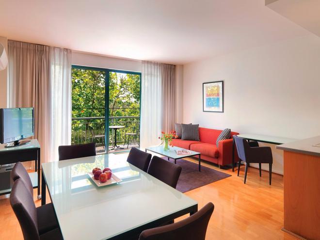 Adina Apartment Hotel St Kilda Melbourne - Melbourne - Dining room