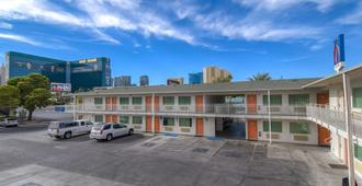 Motel 6 Las Vegas Tropicana - Las Vegas - Building
