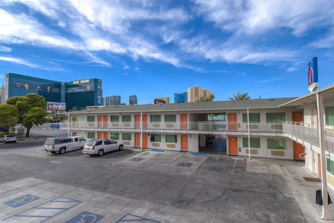 Motel 6 Las Vegas Tropicana - Las Vegas - Rakennus