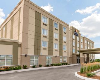 Comfort Inn & Suites - Clarington - Edificio