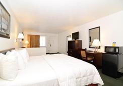 Best Western Colorado River Inn - Нидлс - Спальня