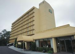 La Quinta Inn & Suites by Wyndham Stamford / New York City - Stamford - Building