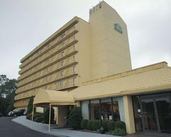 La Quinta Inn & Suites by Wyndham Stamford / New York City - Стэмфорд - Здание