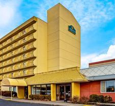La Quinta Inn & Suites by Wyndham Stamford / New York City