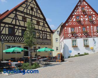 Hotel-Restaurant Stern - Geiselwind - Gebouw
