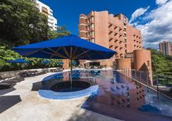 丹恩卡爾頓貝爾福特酒店 (美德林) - 麥德林 - 麥德林 - 游泳池