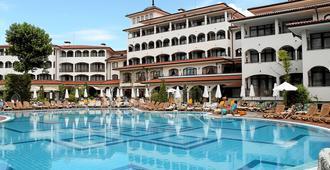 Royal Palace Helena Park - Sunny Beach - Building